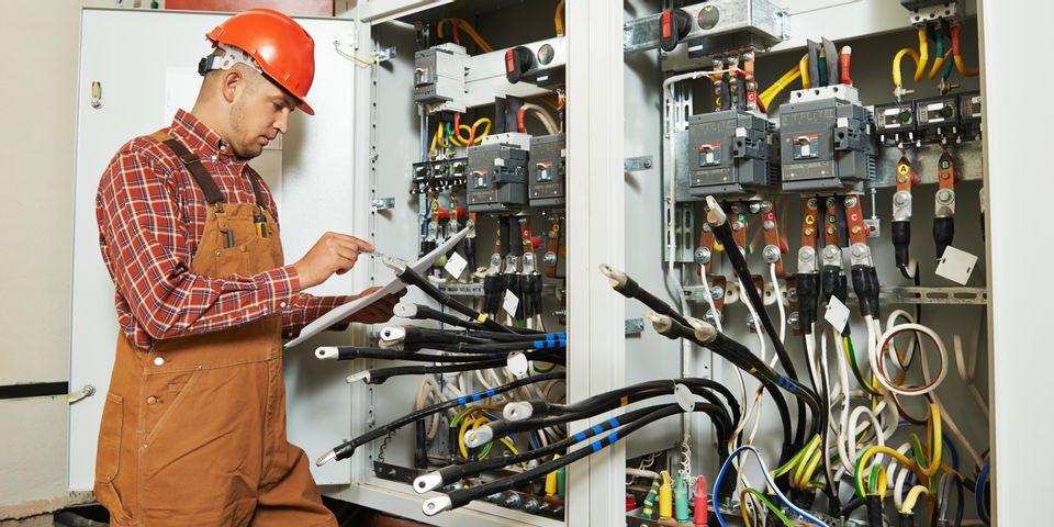 Переваги найму професійних електриків